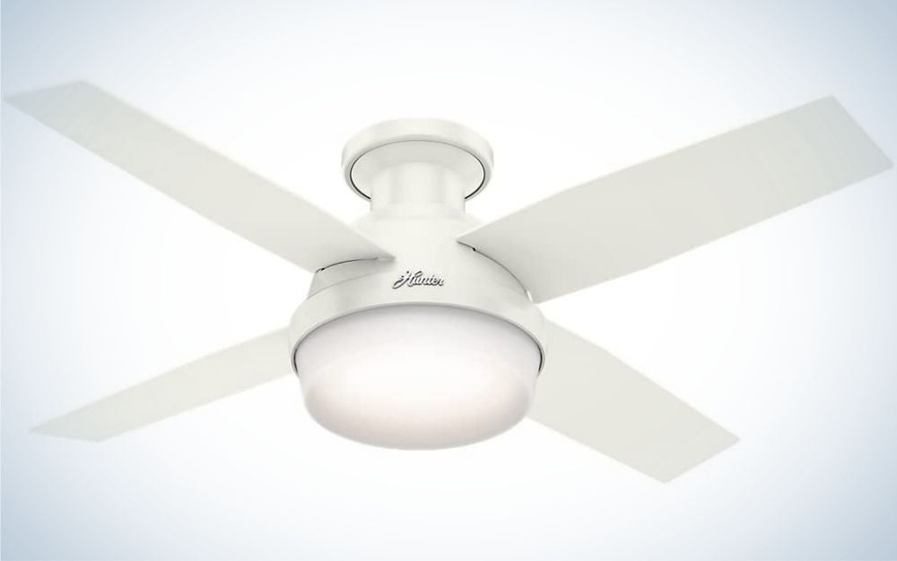 A white ceiling fan all with four sheets and a large light pot in the center.