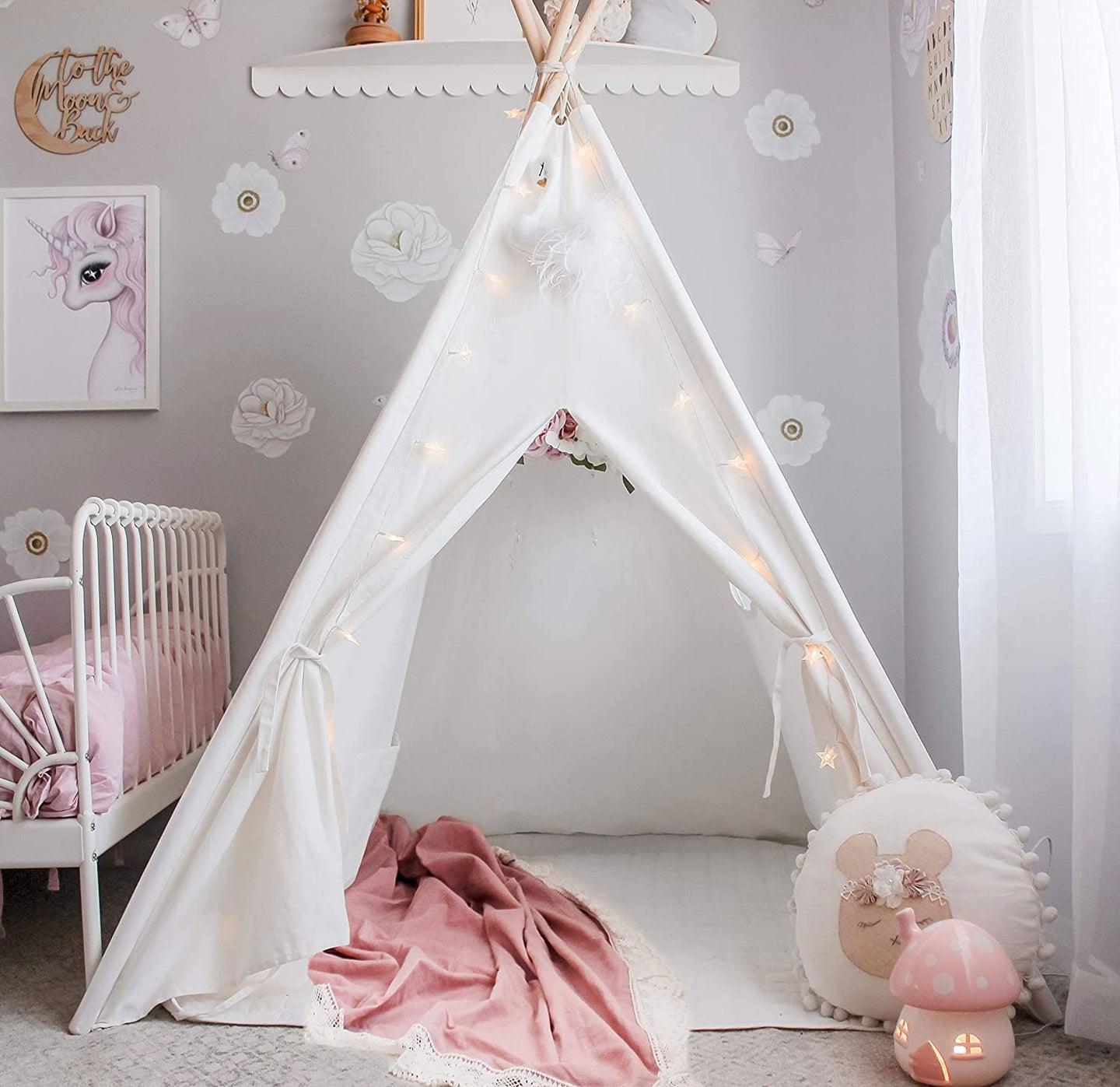 Child's bedroom tent with lights