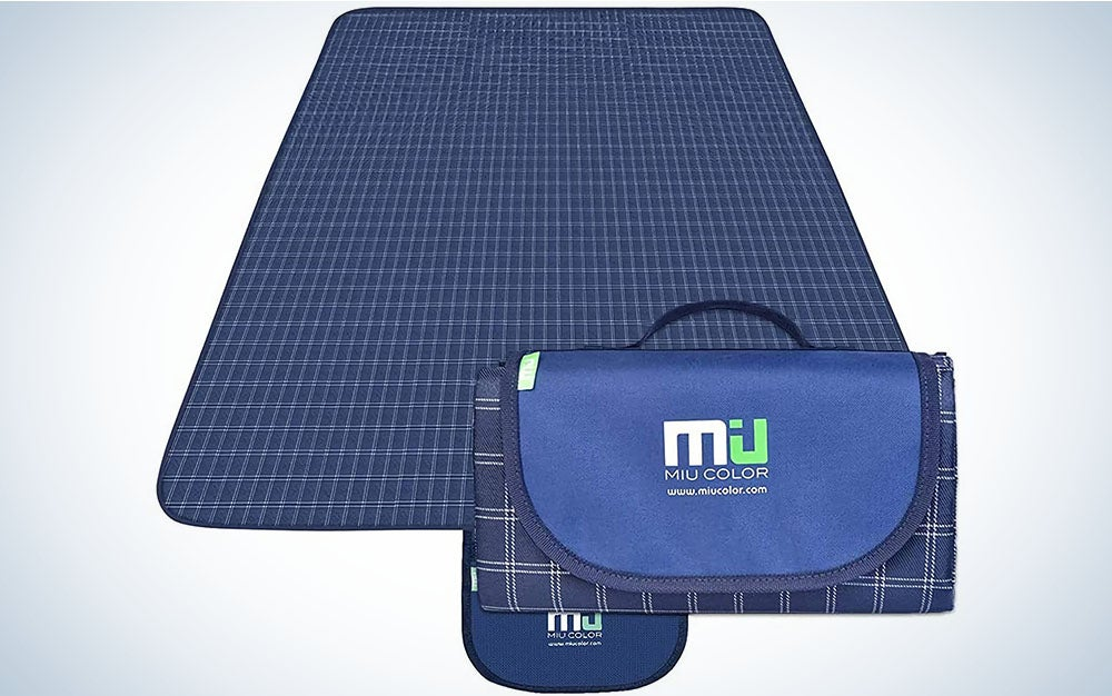 The MIU COLOR Extra Large Picnic Blanket is best for families