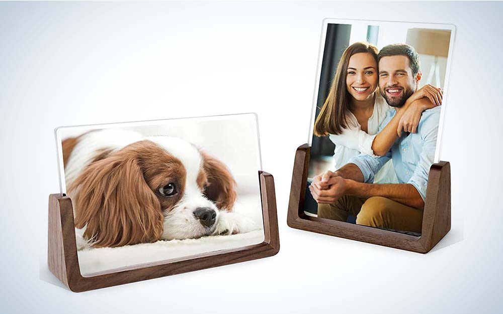 The Mixoo Picture Frame 2 Pack–Rustic Wooden Photo Frames are the best picture frames for tabletops.