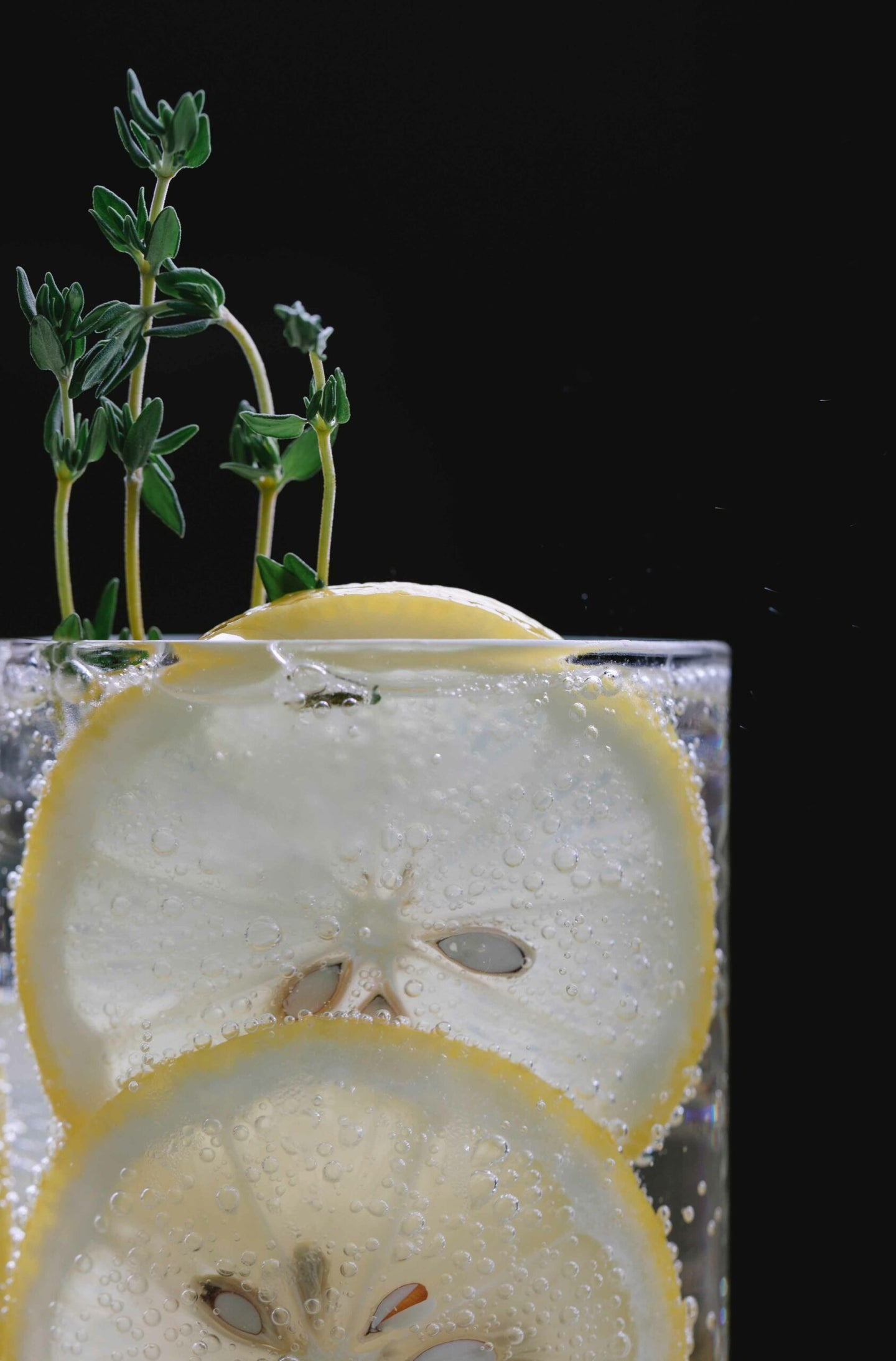 Sparking water with lemon and thyme