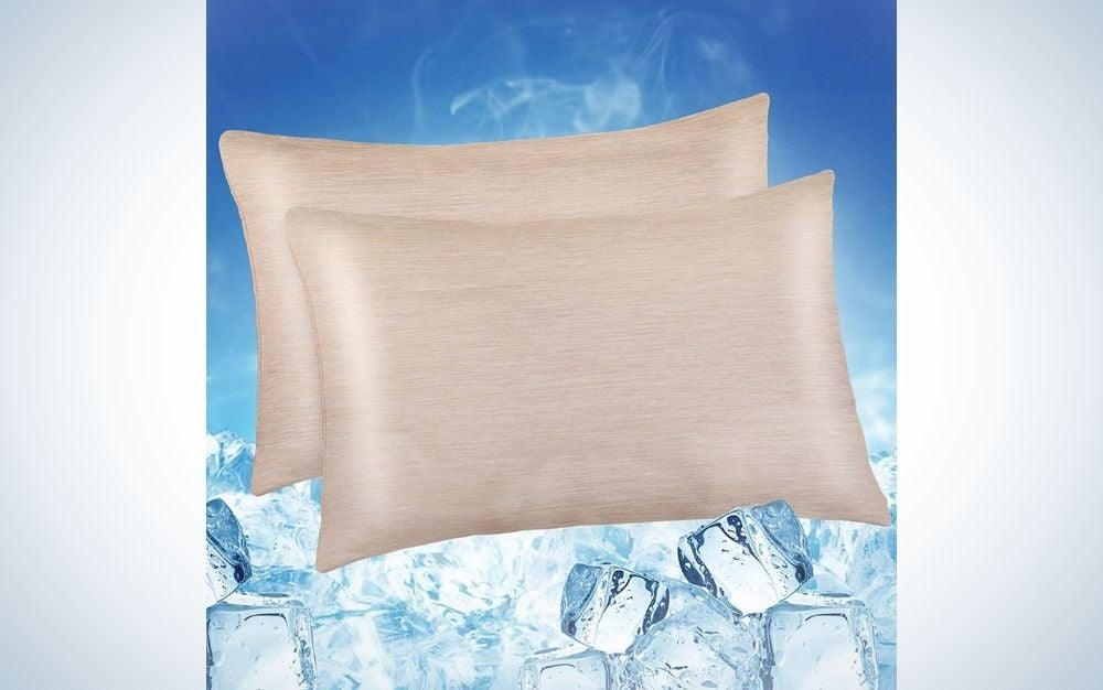 Two very white pillows in a rectangular shape, both supported one after the other with a blue color behind them and some ice cubes in front of them.